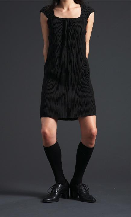 black pleated dresshead